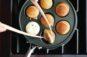 How to use an aebleskiver pan